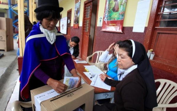 An indigenous woman votes in the referendum to determine whether the peace deal between the government and the FARC would be adopted.