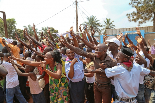 Displaced People in Saint-Sauveur camp in Bangui welcome Pope Francis, November 29, 2015