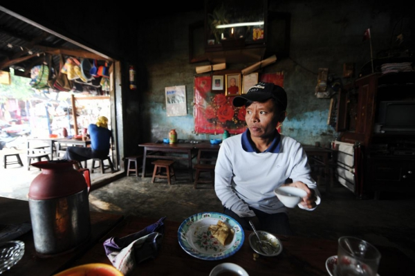 Ko Lawi Weng, one of the three journalists arrested by the military Monday, at a teashop in Loikaw in November 2014.