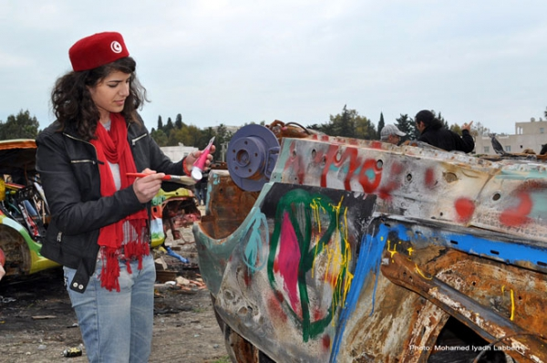 Artistic interventions on cars burnt during the Tunisian revolution