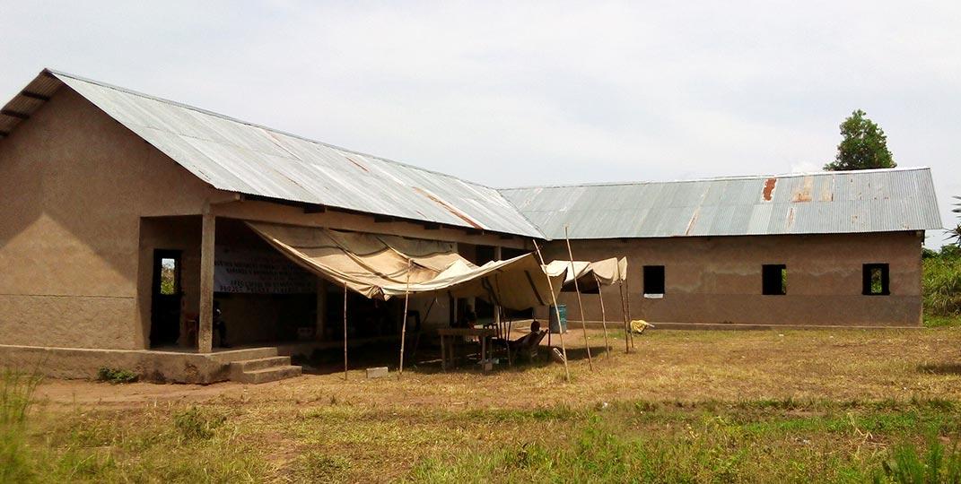 Salle d'audience désertée suite au jugement dans procès Nsumbu (Kasaï / R.D. du Congo)
