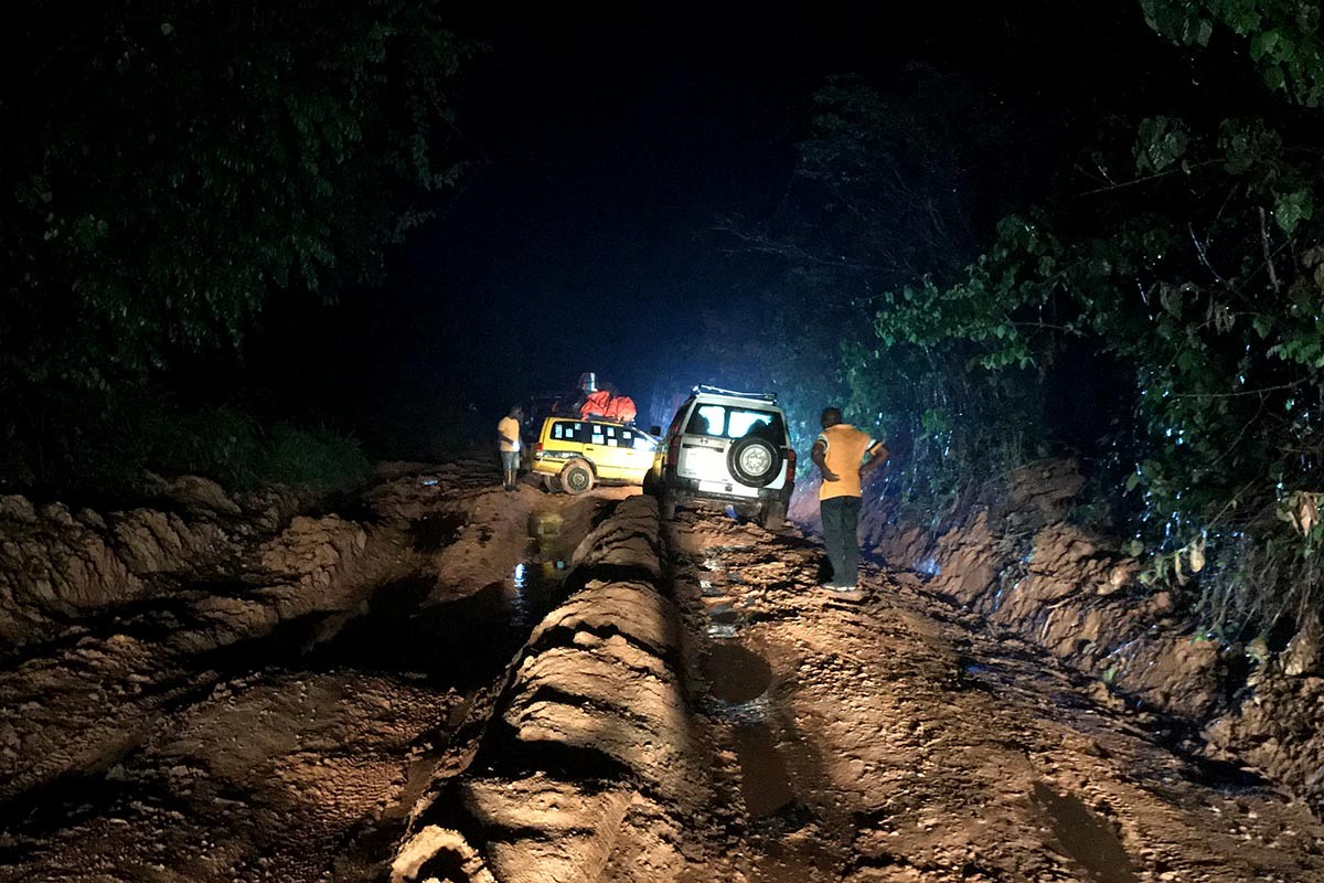 A Finnish court's 4x4 convoy stucked on a muddy track in Liberia.