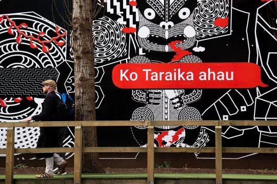 Inscription en langue maori sur un mur