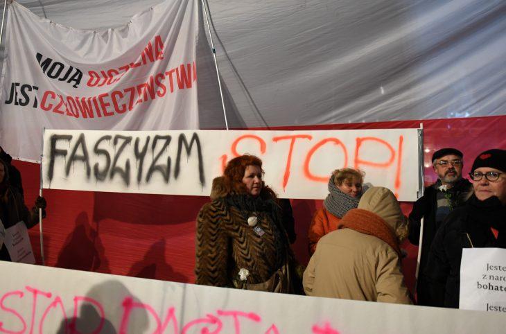 Pologne : le pouvoir s'en prend à l'écriture de l'histoire et à l'indépendance de la justice